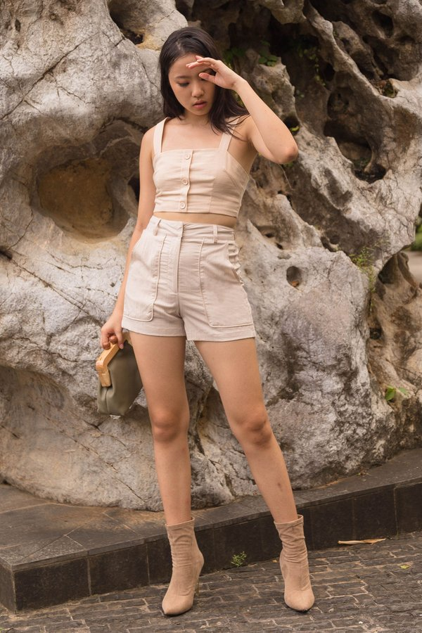 Pocketful Shorts in Butterfly Beige
